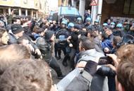 Ancora scontri tra Cua e polizia   fotodavanti alla mensa   video