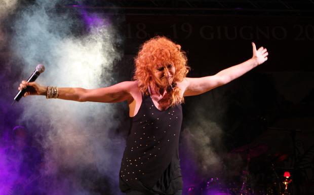 Ciclone Fiorella - Stasera il concerto della Mannoia. Il tour è dedicato all'ultimo disco, «Combattente», in cui si raccontano molte storie di donne, tra cui quella dell'atleta paralimpica Alessia Donizetti. La cantante concederà il bis il 2 maggio.