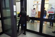 Furti, spaccio e siringhe nelle toilette Via Zamboni, la biblioteca si blinda