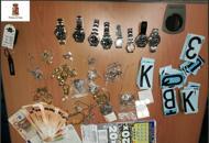 Decine di Rolex, anelli, bracciali: un tesoro in una roulotte di nomadi